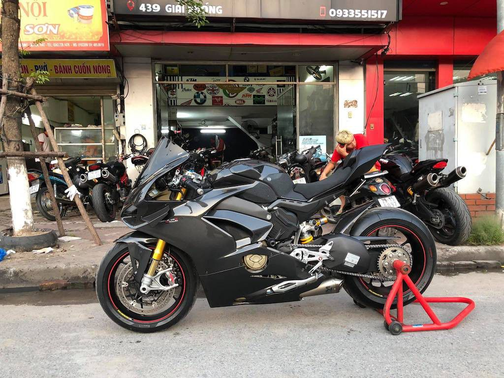 Biker Hà Nội chi hơn 400 triệu độ superbike Ducati Panigale V4 S ảnh 8