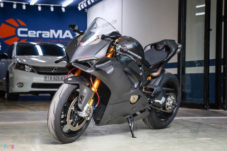 Dan choi Sai Gon chi 800 trieu do Ducati V4 S thanh V4 R